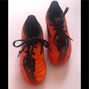 ADIDAS orange soccer shoe cleats ⚽️ size boy 11